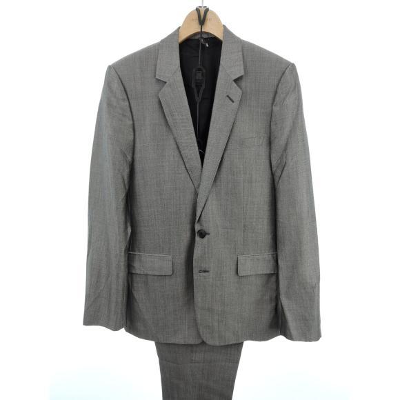 「洗練されたスーツ」のイメージ画像