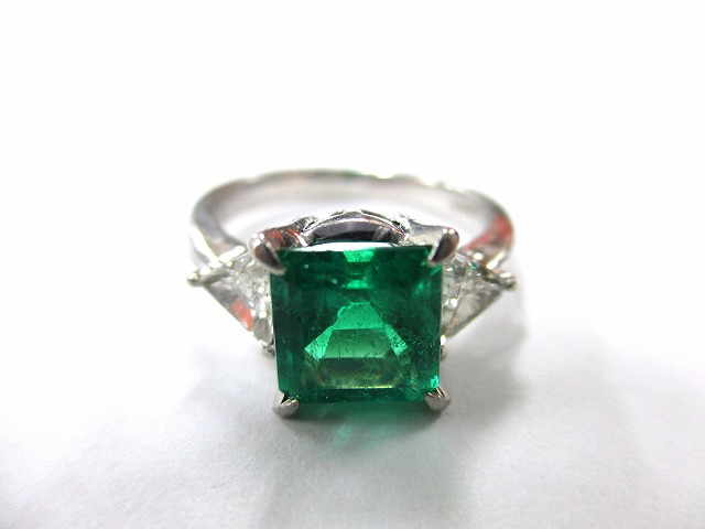 【形状】リング 【宝石】エメラルド 【素材】プラチナの画像