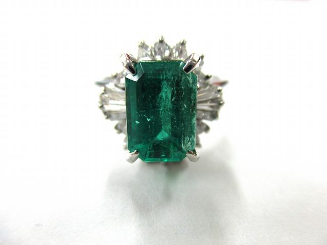【主石】エメラルド 【脇石】ダイヤモンド 【形状】指輪…の画像