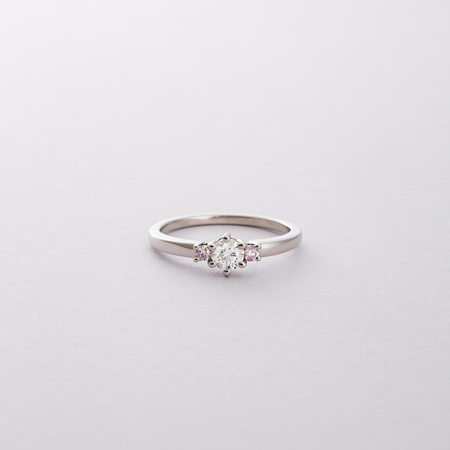 「ピンクダイヤモンドでよりフェミニンに」のイメージ画像