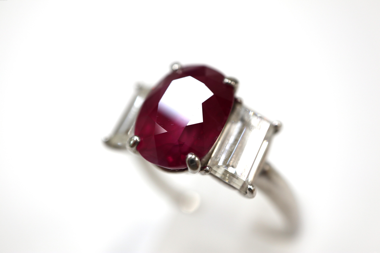 【素材】プラチナ 【主石】ルビー 【脇石】ダイヤモンドの画像