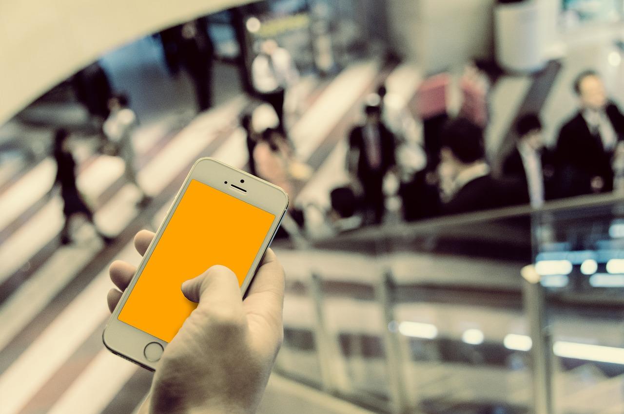 「携帯電話やスマホの時計機能の搭載による腕時計への影響」のイメージ画像
