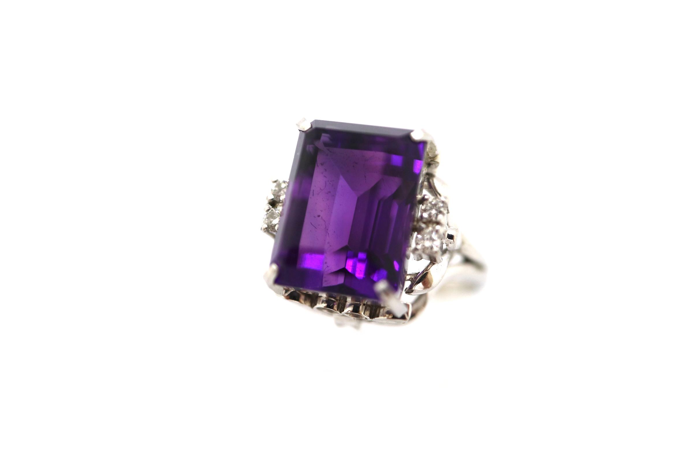 「紫色の宝石.1:アメシスト」のイメージ画像