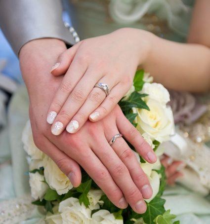 「金属アレルギーを避けて結婚指輪を決める方法」のイメージ画像