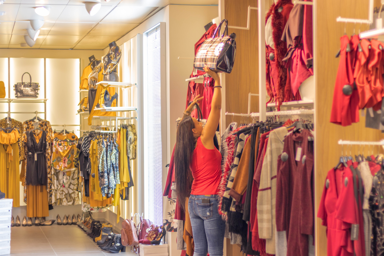 「店員とコミュニケーションを深める」のイメージ画像