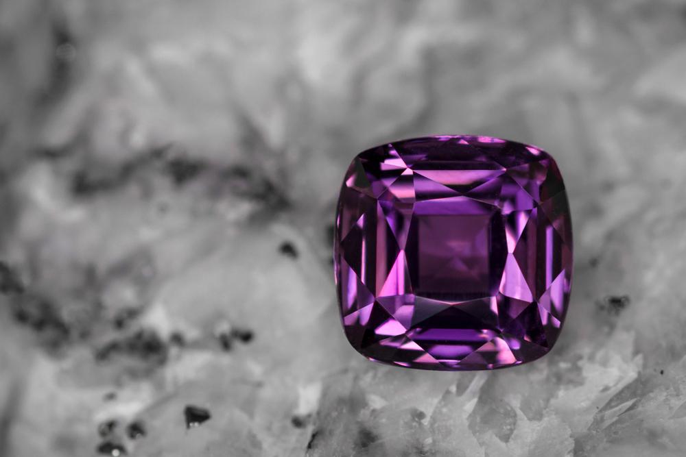 「紫色の宝石.7:スピネル」のイメージ画像