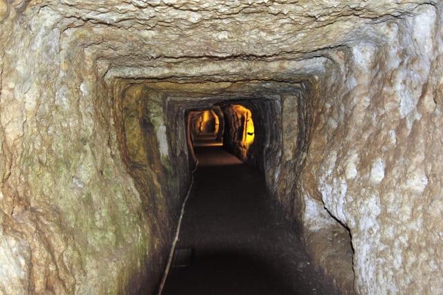 「坑内採鉱法」のイメージ画像