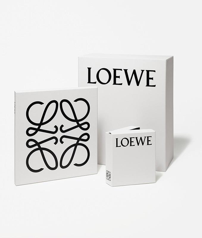 「「ロエベ」のロゴマーク」のイメージ画像