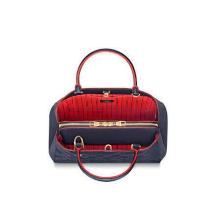 「女性の望みを叶えた使いやすいバッグ内部」のイメージ画像