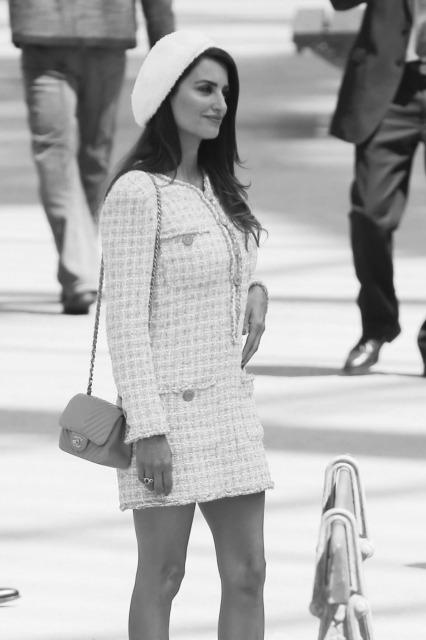 「女性のスーツとして定番デザインに」のイメージ画像
