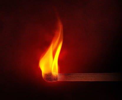 「ダイヤモンドの燃える特徴」のイメージ画像