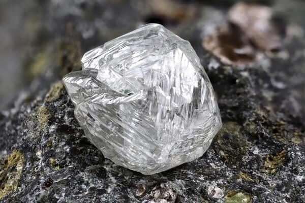 ダイヤモンドの原石 メイカブル