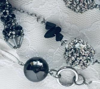 「黒い色の宝石.1「オニキス」」のイメージ画像
