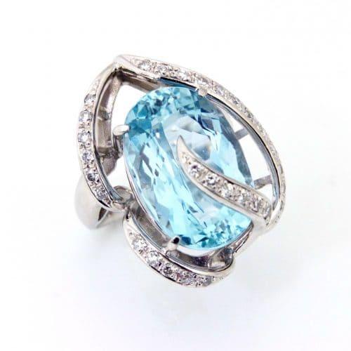 「青色の宝石|アクアマリン【藍玉(あいぎょく)】」のイメージ画像