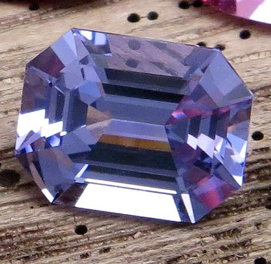 「青い色の宝石.11「ブルー・スピネル」」のイメージ画像