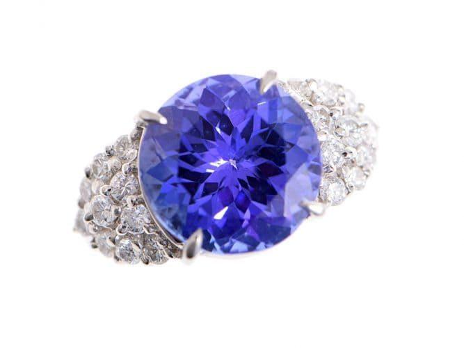 青色の宝石:タンザナイト