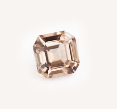「ピンク色の宝石.3「シャンパン・ガーネット」」のイメージ画像