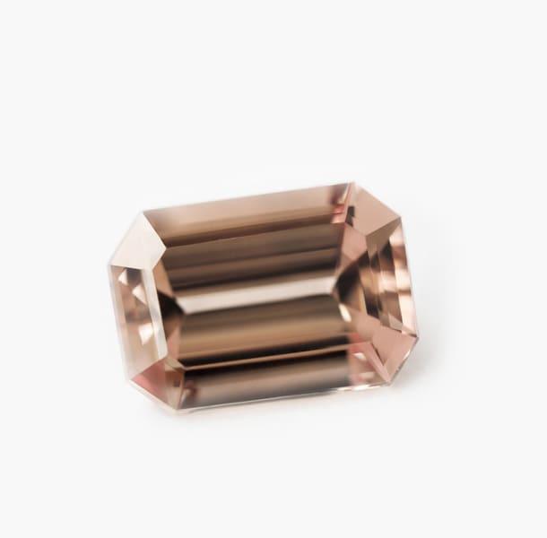 「ピンク色の宝石.2「マラヤ・ガーネット」」のイメージ画像