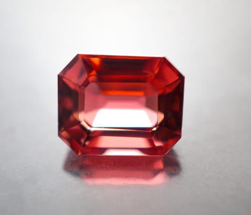 「赤色の宝石|ガーネット【柘榴石(ざくろいし)】」のイメージ画像