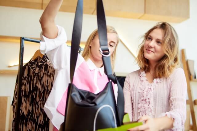 「トートバッグ、ショルダーバッグ、リュックと多様なタイプがある」のイメージ画像