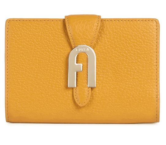 「【FURLA SOFIA GRAINY】アーチロゴが印象的な2つ折り財布」のイメージ画像