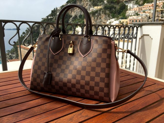 Positano,,Italy,-,April,16,,2016:,A,Louis,Vuitton,Handbag