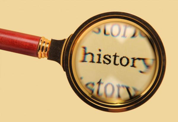 「プラダとミュウミュウの歴史を振り返る」のイメージ画像