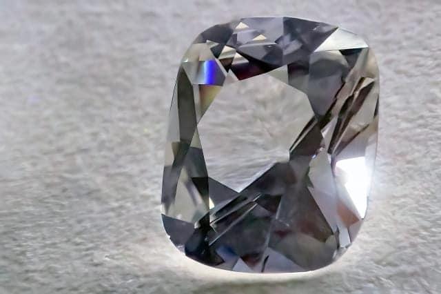 「そもそも宝石の買取は資産価値が付きにくい」のイメージ画像