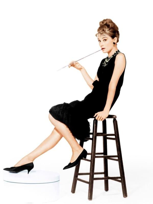 「黒のファッションスタイル」のイメージ画像