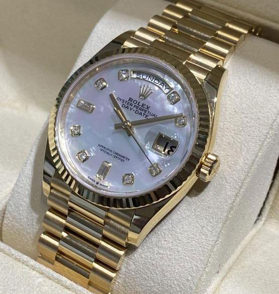 「10Pダイヤ/ホワイトシェル文字盤(128238NCA)|買取価格4,100,000円」のイメージ画像