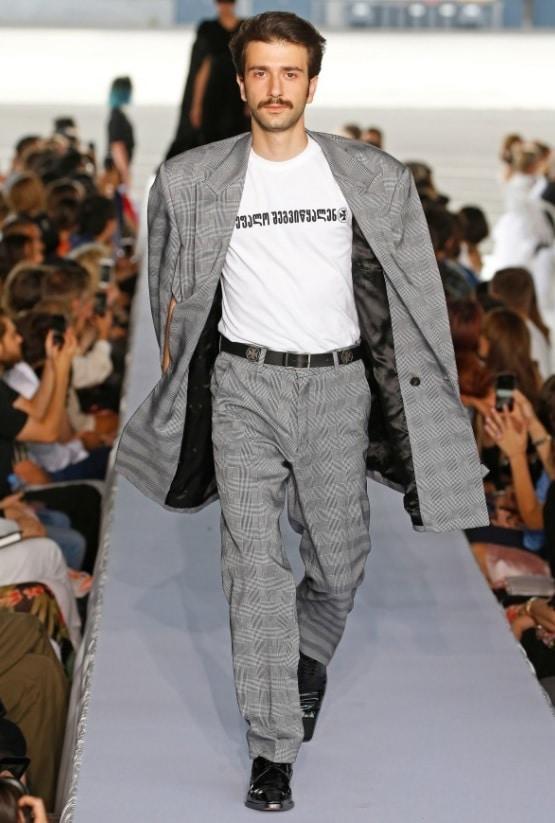 「デムナが立ち上げたブランド「ヴェトモン」とは」のイメージ画像